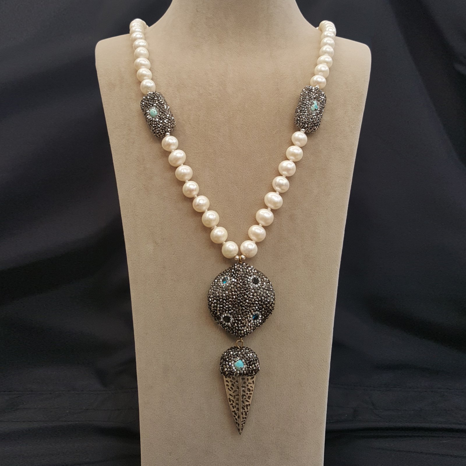 DRN11 - FRESH WATER PEARL NECKLACE DECORATED WITH SWAROVSKI CRYSTALS