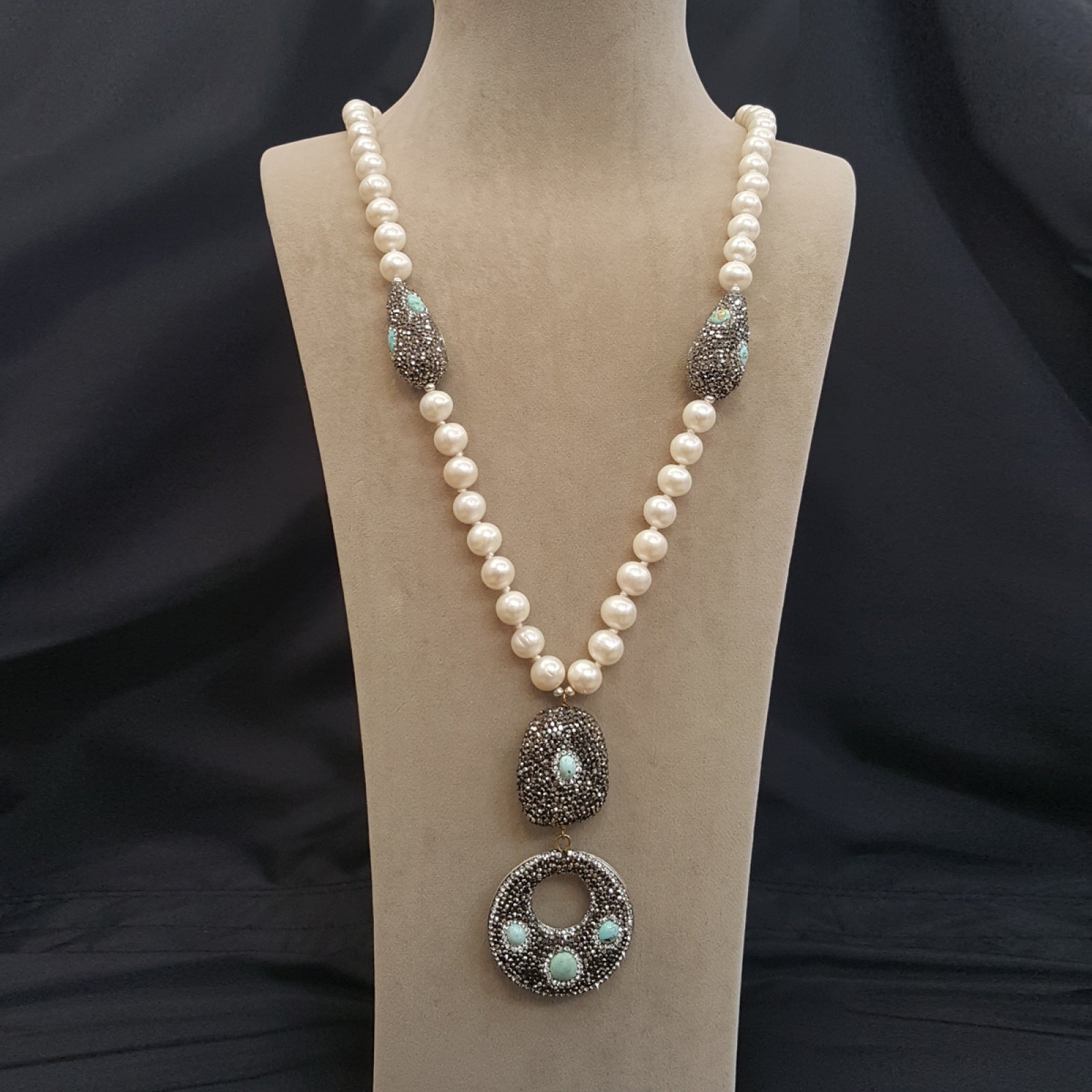 DRN12 - FRESH WATER PEARL NECKLACE DECORATED WITH SWAROVSKI CRYSTALS