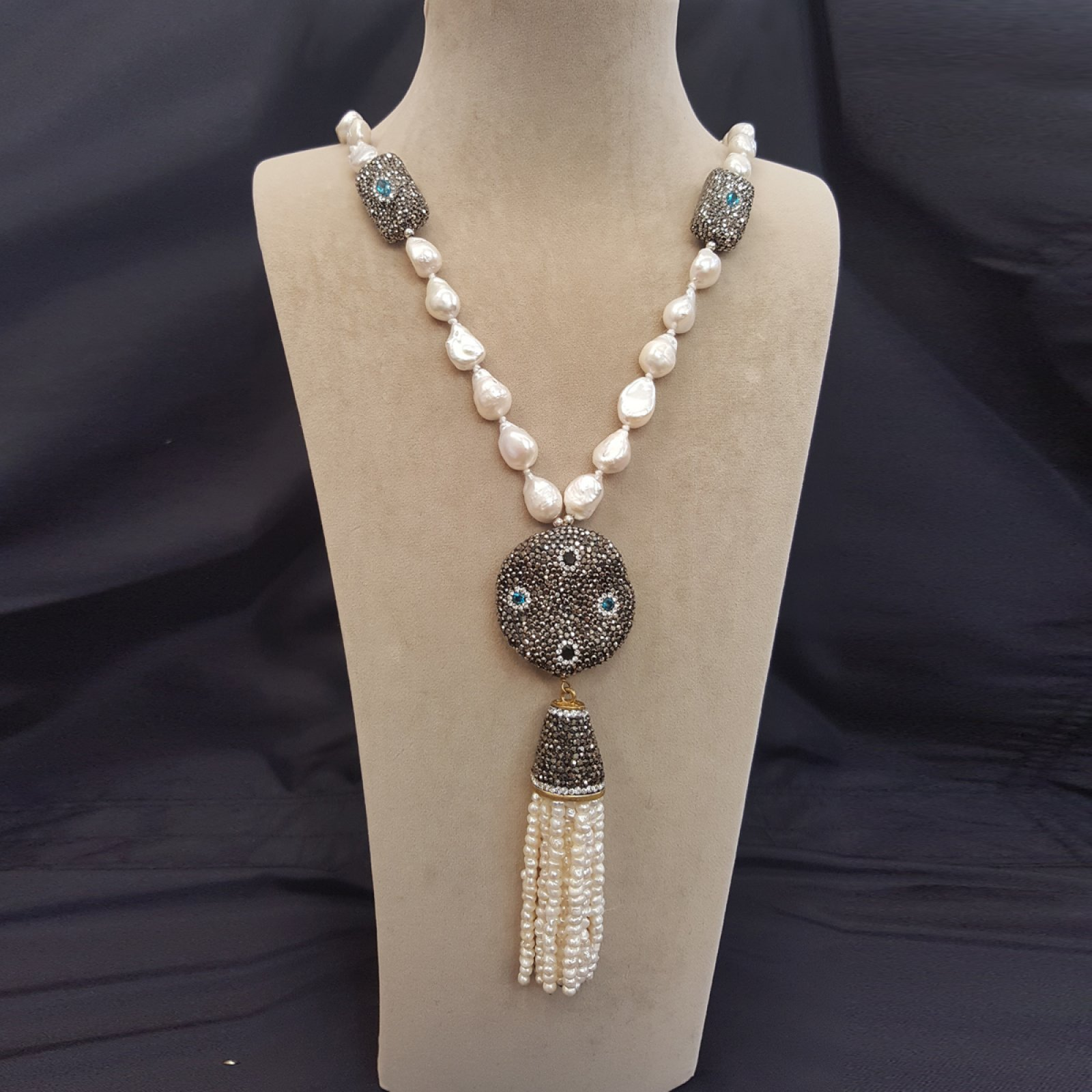 DRN15 - BAROQUE PEARL NECKLACE WITH SWAROVSKI OBJECTS