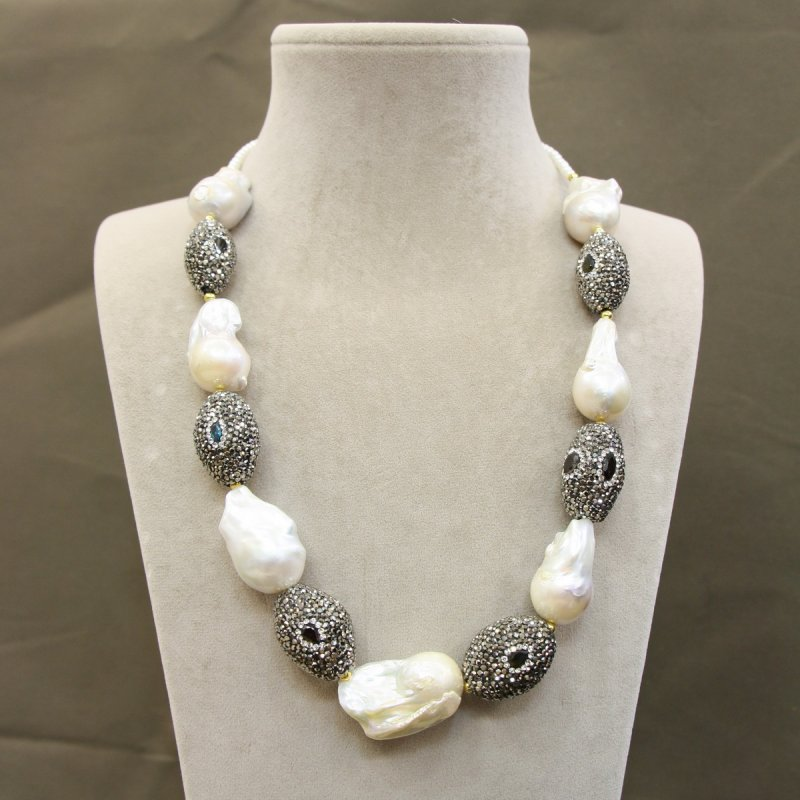 DRN52 - BAROQUE PEARL NECKLACE DESIGNED WITH SWAROVSKI CRYSTAL BEADS